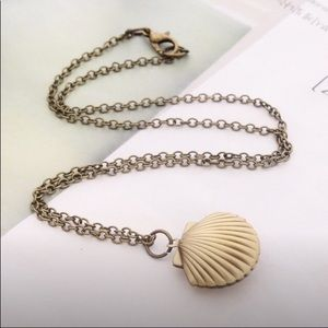 🆕 Gold Seashell Locket Necklace NWT ⚓️